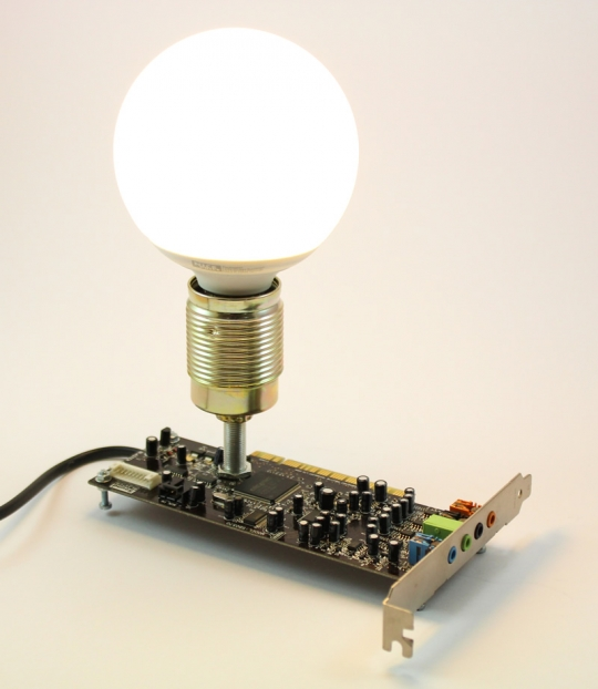 Lampa decorativa placa audio calculator
