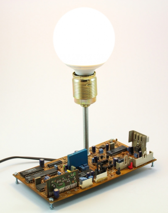 Lampa decorativa circuit TV